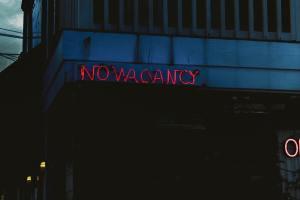motel no vacancy sign