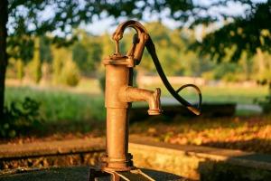 hand water pump